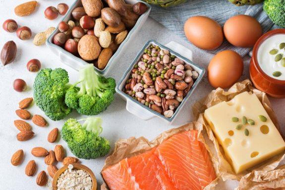 privilégier les aliments riches en fibres et en protéines maigres